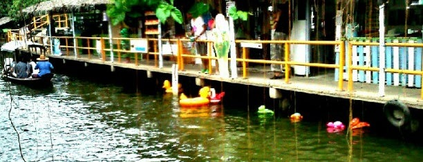 ตลาดน้ำคลองลัดมะยม (Klong Lat Mayom Floating Market) is one of Bangkok (กรุงเทพมหานคร).