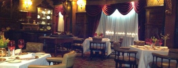 Sir Winston Churchill's is one of Lugares favoritos en el D.F y Edo de Mex.
