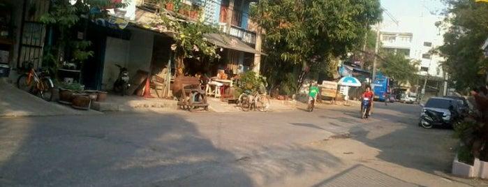 ชุมชนทุ่งสองห้อง is one of All-time favorites in Thailand.