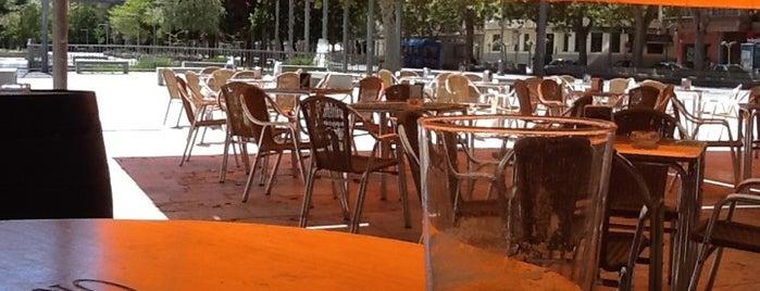 Cafetería El Salón is one of Sitios para relajarse un rato.