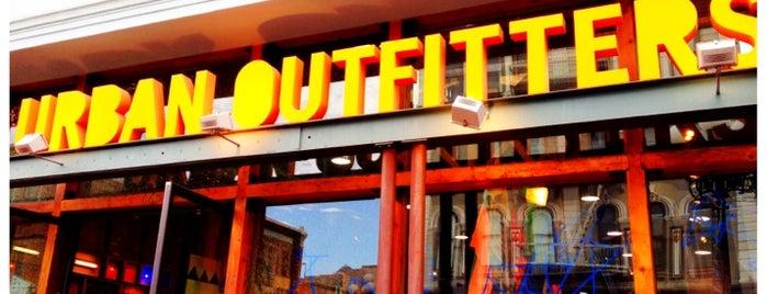 Urban Outfitters is one of He estado aqui.