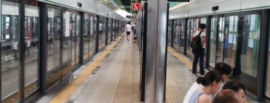 성수역 (Seongsu Stn.) is one of Subway Stations in Seoul(line1~4 & DX).