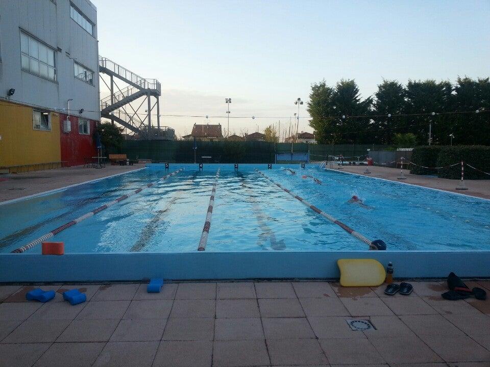 10 o 30 ingressi in piscina con accesso a nuoto libero - Piscine milano nuoto libero ...