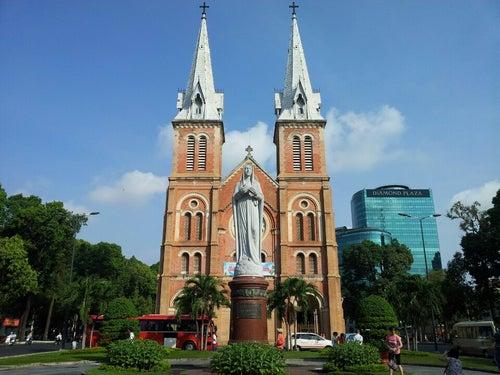 Nhà Thờ Đức Bà Sài Gòn (Saigon Notre-Dame Basilica)
