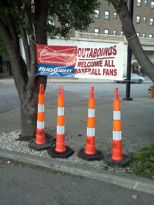 OutaBounds Sports Bar & Grill [CLOSED]