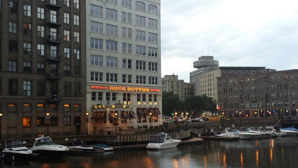 Milwaukee Rock Bottom Restaurant & Brewery