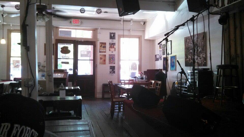 The Crimson Moon,art,breakfast,coffee,music,pub,wifi
