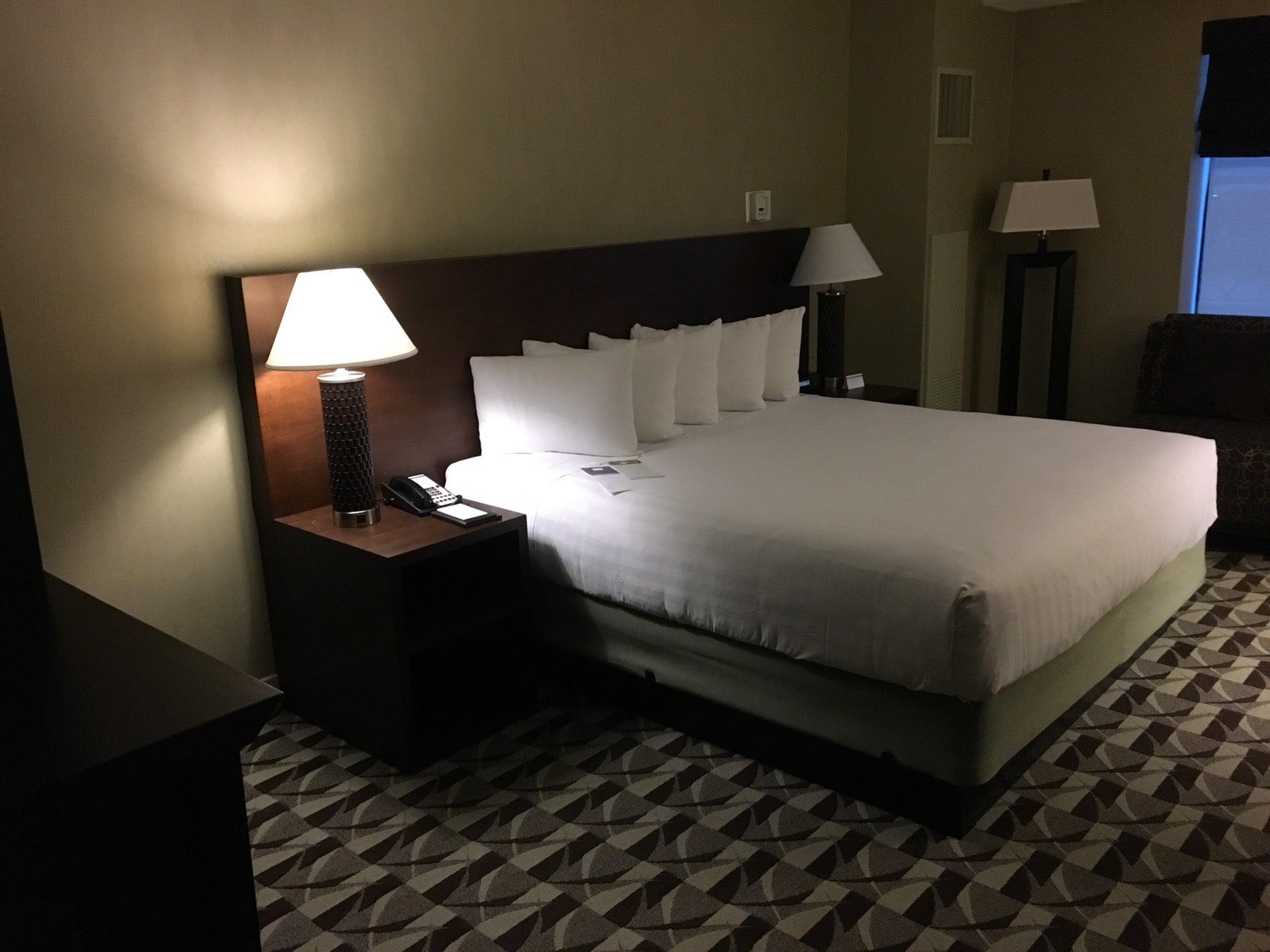 Hyatt Regency Schaumburg Chicago,conference services,fresh 1800,hotel,indoor - outdoor pool,meeting planners,suites,wedding venue