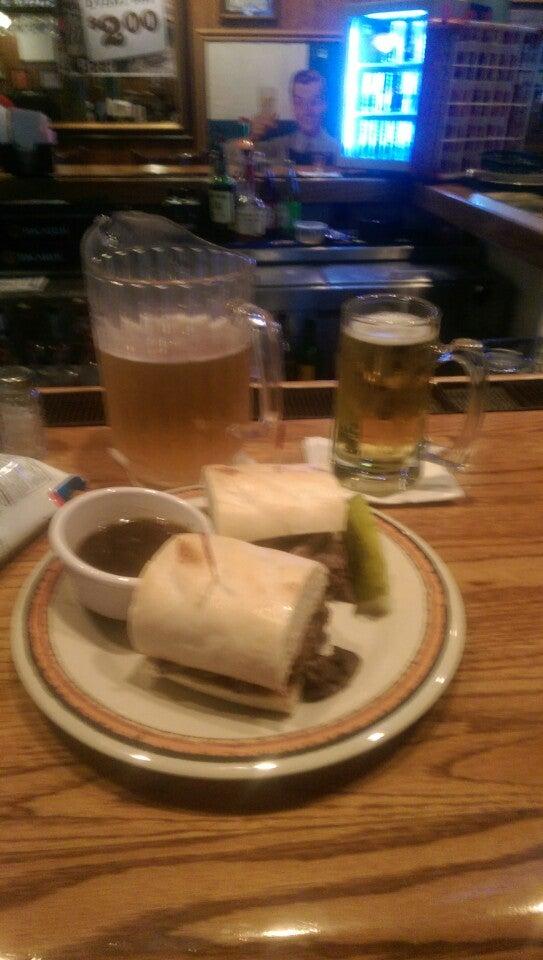 Macado's,beer,burgers,ice cream,karaoke,wings
