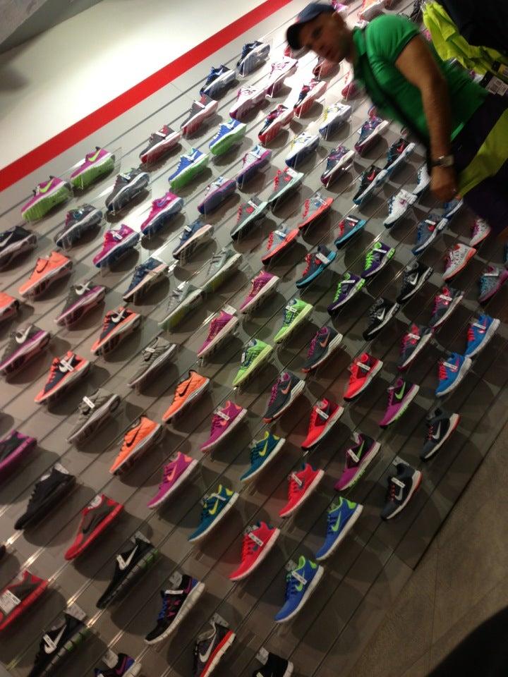 e07c5120 Nike-гипермаркет на Звездной, отзывы о спортивных магазинах  Санкт-Петербурга, адрес, телефон и фото Nike-гипермаркет на карте