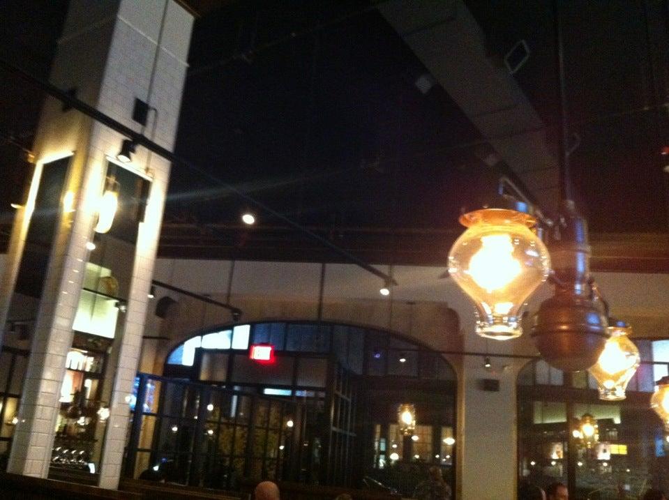 Modern Restaurant Pizza,