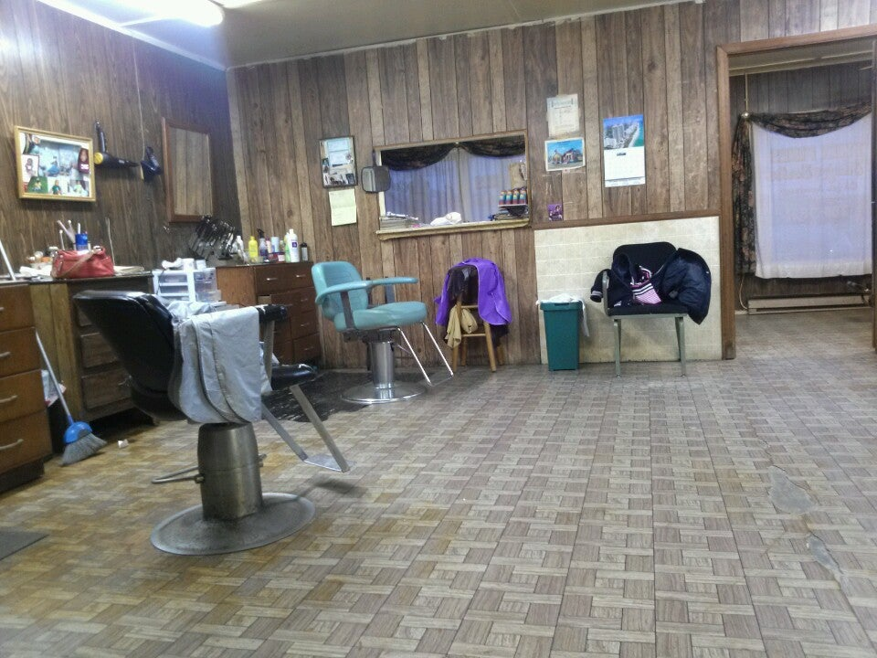 Twin Pines Beauty And Barber,