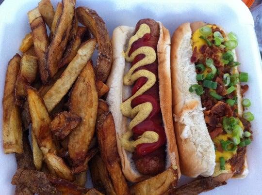 Rutt's Hut,beer, hot dogd, burgers, hamburgers, friess, fast food, bar, car shows, bike shows, salty bartenders