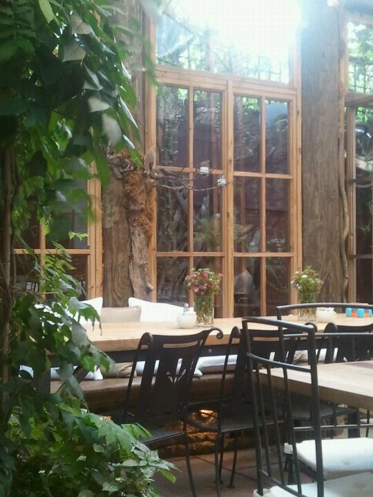 LE PETITE CAFE,a bit douchey,brunch,cafe,coffee,french,garden,new age music