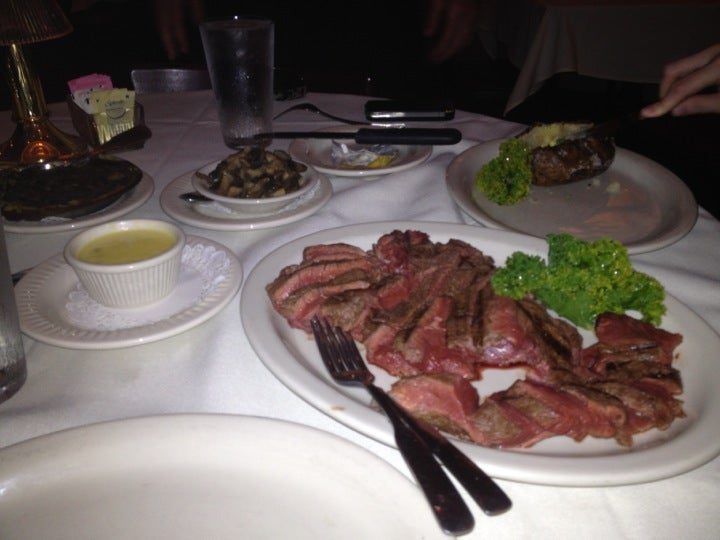 Gene's Steak House,steak, wine, full bar