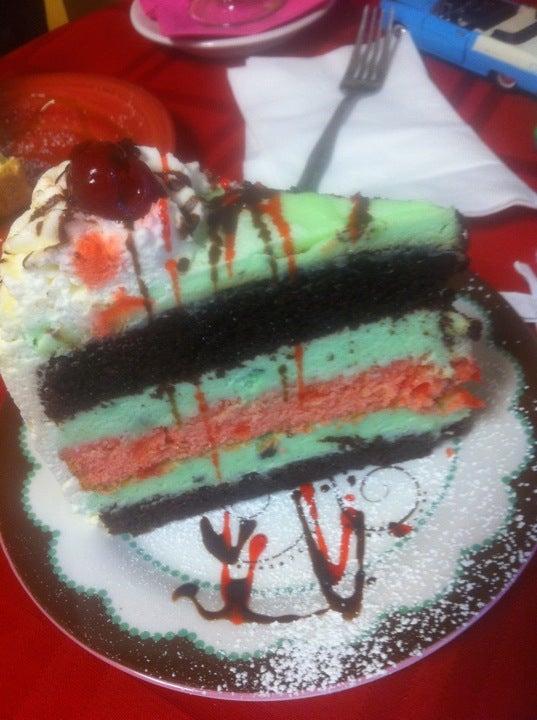 Caramacis And Dessert Cafe,