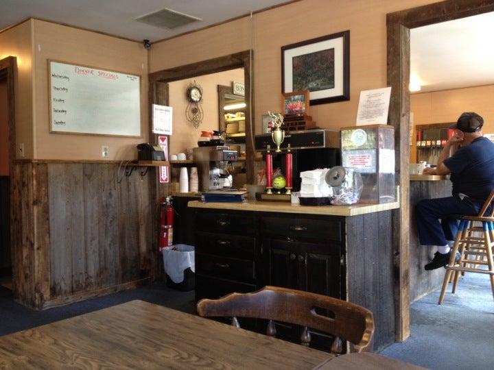 Spruce Corner Restaurant, beer, burgers, food,restaurant