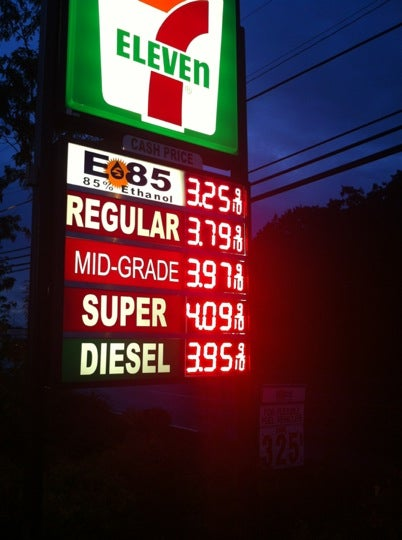 7-Eleven,gas station