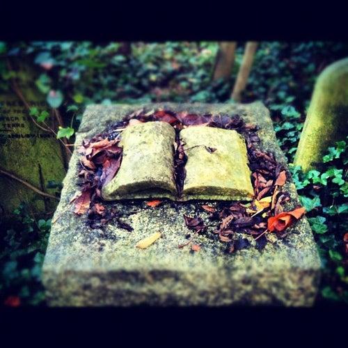 Highgate Cemetery_24