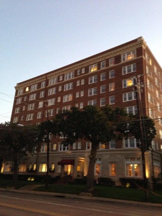 Photo of Warwick Melrose Hotel, Dallas
