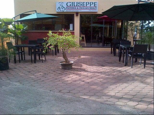 Guiseppe Pizzeria And Sicilian Roast